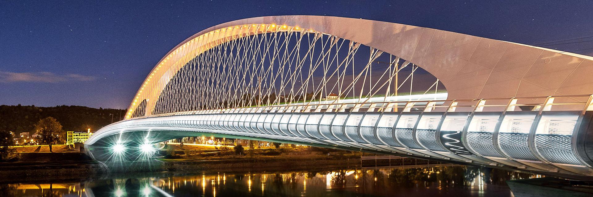 most přes Vltavu v Tróji / fotografování architektury / fotograf Vojtěch Pavelčík